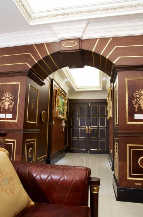 歐式古典建築及室內設計家具配置:  走廊 & 玄關 by 傑德空間設計有限公司