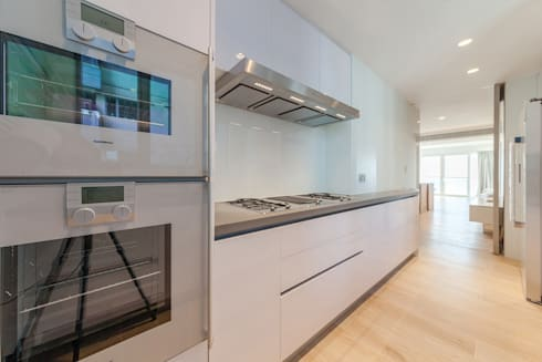 minimalistic Kitchen by arctitudesign