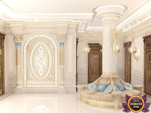 House design of Katrina Antonovich:  Corridor & hallway by Luxury Antonovich Design