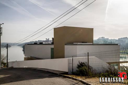 Casa I+R (em colaboração com o Gabinete <q>Esquissos 3G</q>): Casas modernas por Ricardo Baptista, Arquitecto