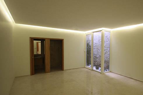 Casa J+L (em colaboração com o Gabinete <q>Esquissos 3G</q>): Ginásios modernos por Ricardo Baptista, Arquitecto