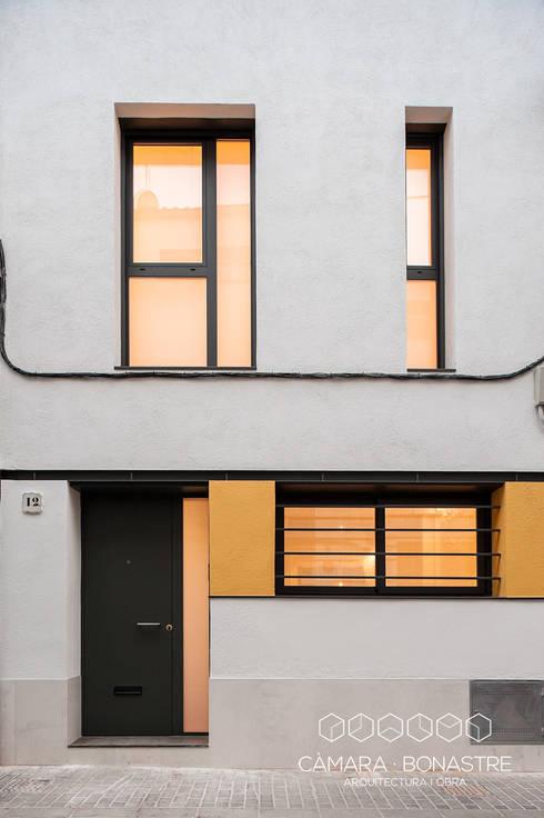 Casas de estilo moderno por Càmara·Bonastre