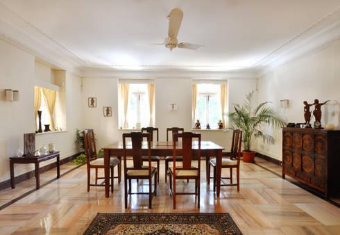colonial Dining room by Dhruva Samal & Associates