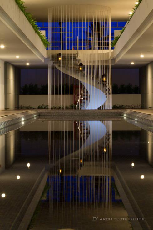 Modena condominium Design:  สระว่ายน้ำ by D' Architects Studio