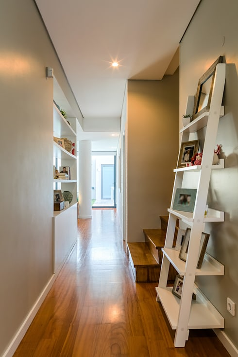 Pasillos y vestíbulos de estilo  por Franca Arquitectura