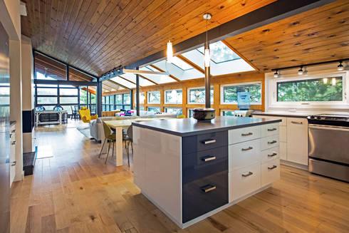 West Hawk Lake Interior: modern Kitchen by Unit 7 Architecture
