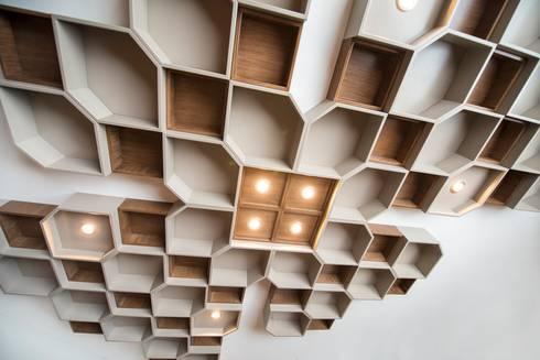 industrial Dining room by ESTUDIO TANGUMA