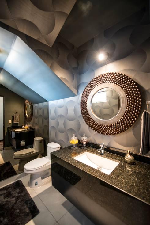 eclectic Bathroom تنفيذ ESTUDIO TANGUMA