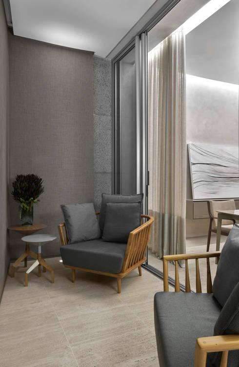Projekty,  Taras zaprojektowane przez Alessandra Contigli Arquitetura e Interiores
