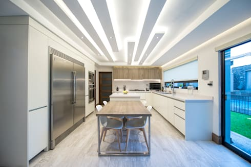 modern Kitchen by ESTUDIO TANGUMA