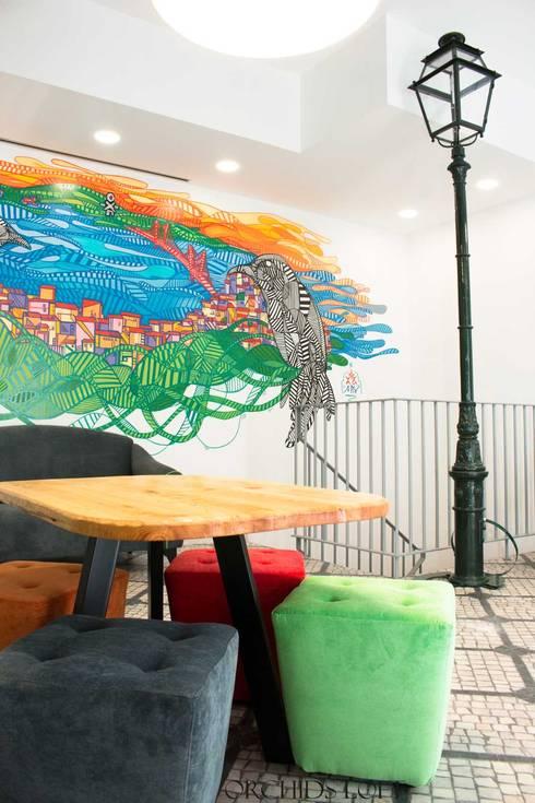 Study in Lisbon Lounge: Espaços comerciais  por ORCHIDS LOFT