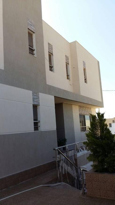 فيلا مودرن تطل علي بحيرة مريوط:  منازل تنفيذ New Home Architecture