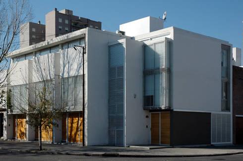 4 casas: Casas de estilo moderno por costa & valenzuela