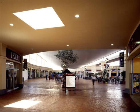 Centro San Miguel - MAC Arquitectos Consultores: Pasillos y recibidores de estilo  por MAC Arquitectos Consultores