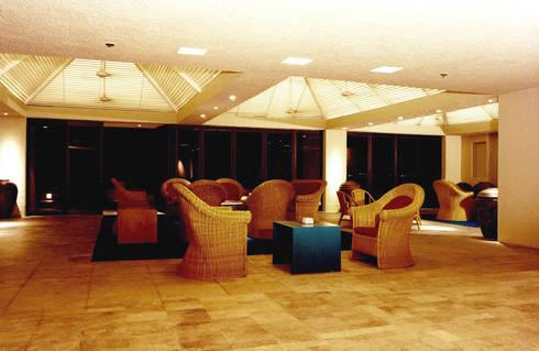 Camino Real Cancún - MAC Arquitectos Consultores: Salas de estilo moderno por MAC Arquitectos Consultores