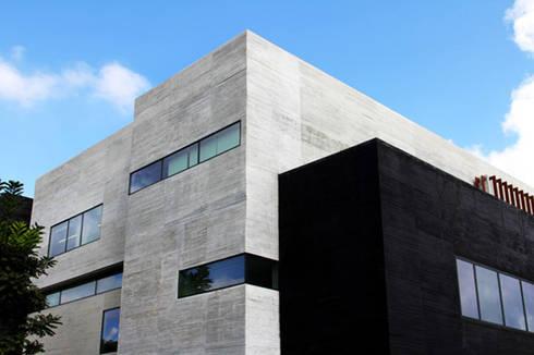 ISQUISA - MAC Arquitectos Consultores: Casas de estilo moderno por MAC Arquitectos Consultores