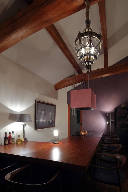 鉄板焼き: 株式会社井蛙コレクションズが手掛けたバー & クラブです。
