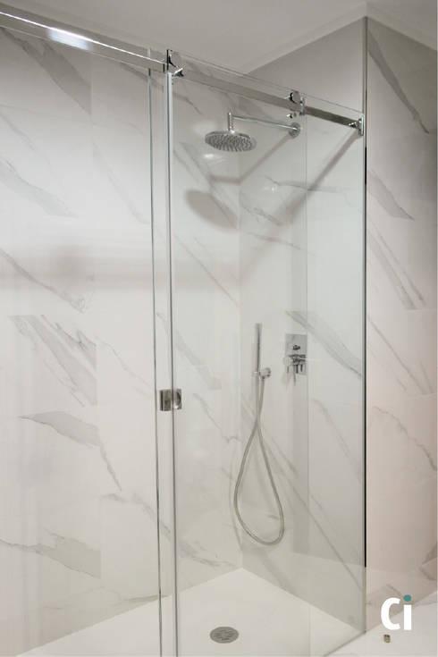 Zona de duche: Casas de banho modernas por Ci interior decor