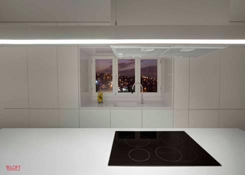 Pormenor ilha: Cozinhas modernas por B.loft