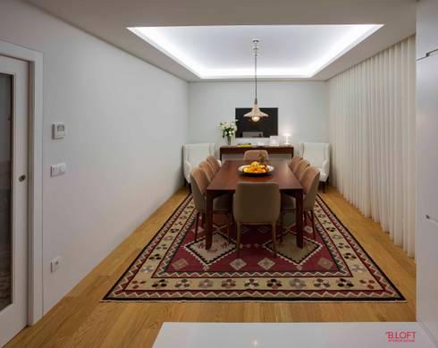 Vista geral sala de jantar: Salas de jantar modernas por B.loft