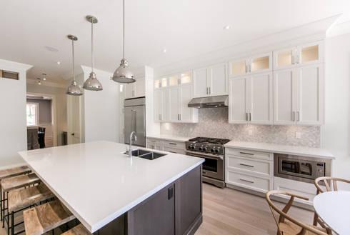 Wanita Rd Project: modern Kitchen by Tango Design Studio