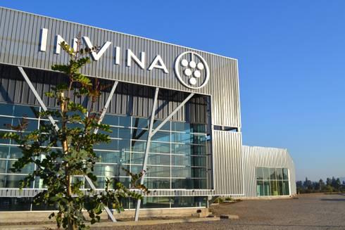 Planta Vitivinicola Invina:  de estilo  por Estudio 111 Arquitectos