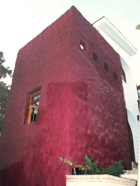 Fachada: Casas de estilo moderno por Base-Arquitectura