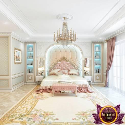 Beautiful bedroom Interior of Katrina Antonovich: classic Bedroom by Luxury Antonovich Design