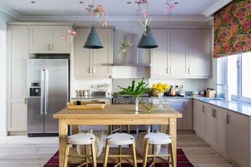 House Paterson Road: eclectic Kitchen by The Painted Door Design Company