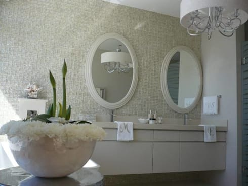 House Bantry Bay: minimalistic Bathroom by The Painted Door Design Company