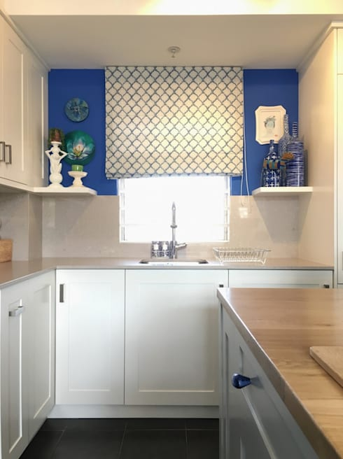 Studio Apartment Trinity Gardens:  Kitchen by The Painted Door Design Company