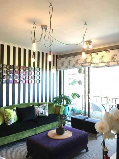 Studio Apartment Riversedge:  Living room by The Painted Door Design Company