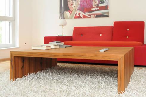 Couchtisch Eiche: minimalistische Wohnzimmer von Daniel Renken 'gestaltung + innenausbau'