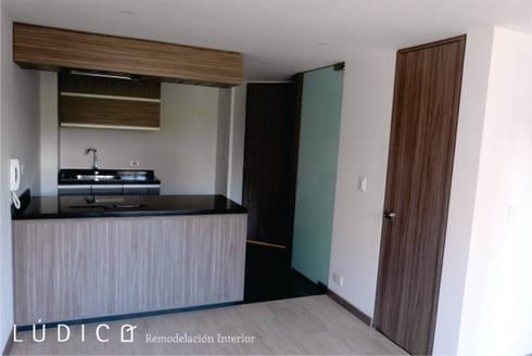 Remodelación Apartamento Chapinero: Cocinas de estilo minimalista por Lúdico Arquitectos
