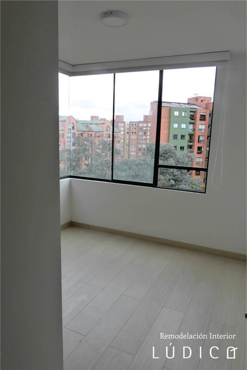 Apartamento Ciudad Salitre – Bogotá: Habitaciones de estilo minimalista por Lúdico Arquitectos