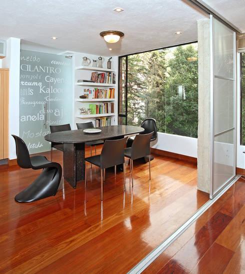 Apto Cr 1 - Cll 74: Comedores de estilo moderno por Bloque B Arquitectos