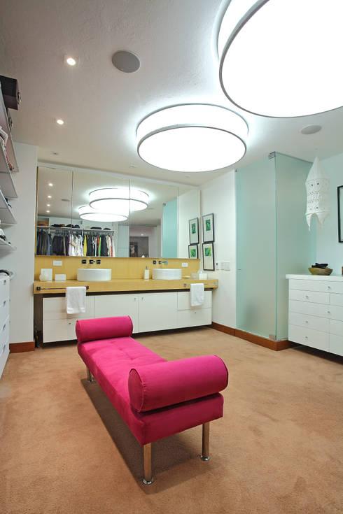 غرفة الملابس تنفيذ Bloque B Arquitectos