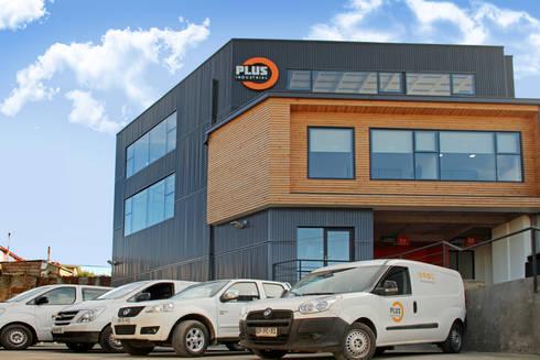 Plus Industrial: Edificios de Oficinas de estilo  por Naritelli-Bravo Arquitectos