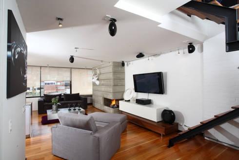 Apto Cr 3 – Cll 74 : Salas multimedia de estilo moderno por Bloque B Arquitectos