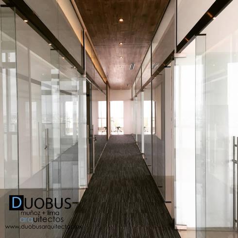 oficina.: Estudios y oficinas de estilo moderno por DUOBUS M + L arquitectos
