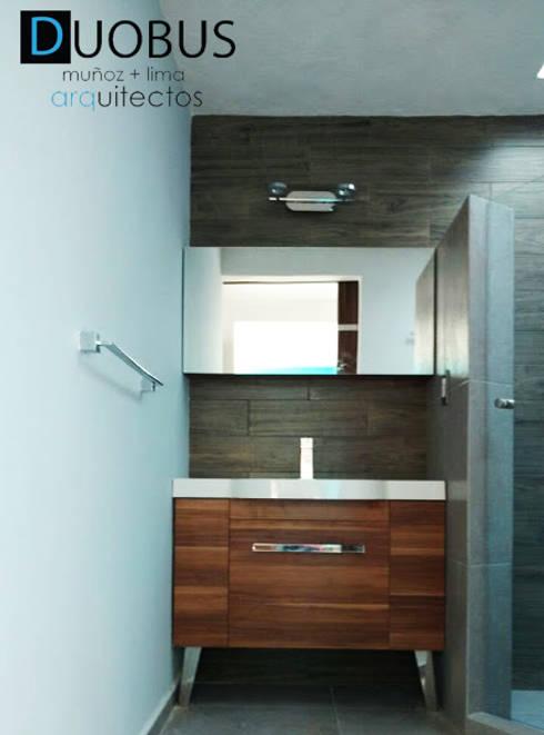 detalle de mueble de baño.: Baños de estilo  por DUOBUS M + L arquitectos
