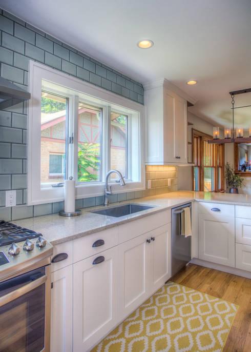 Cozy Bungalow: eclectic Kitchen by Dahl House Design LLC