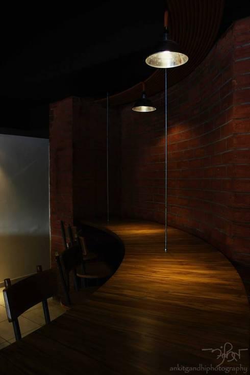 Corner Bar Counter:  Hotels by Mavrick Design Studio - ruchishah.0205@gmail.com