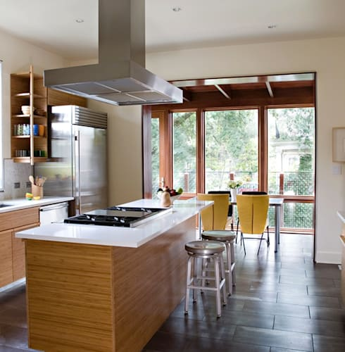 City Park Residence, New Orleans:  Kitchen by studioWTA
