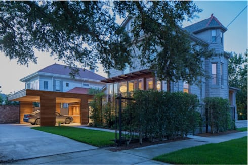 City Park Residence + Carport, New Orleans: modern Houses by studioWTA