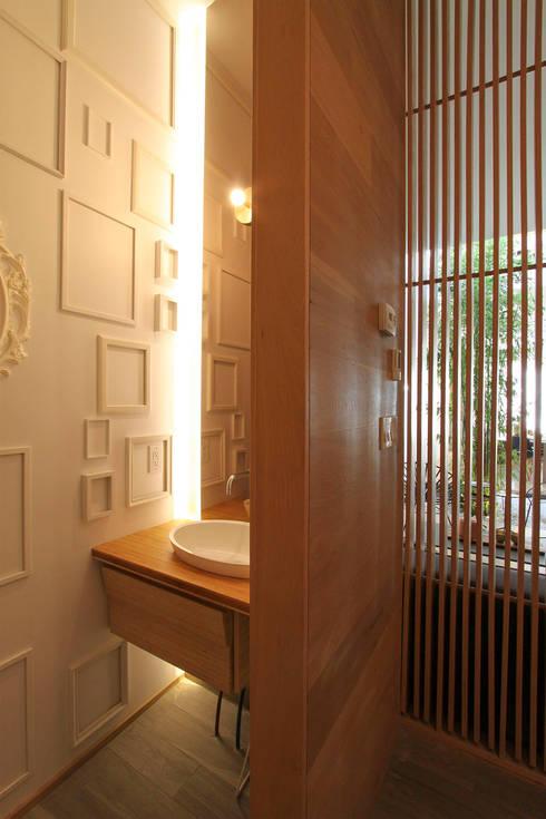 modern Bathroom by AtelierSUN