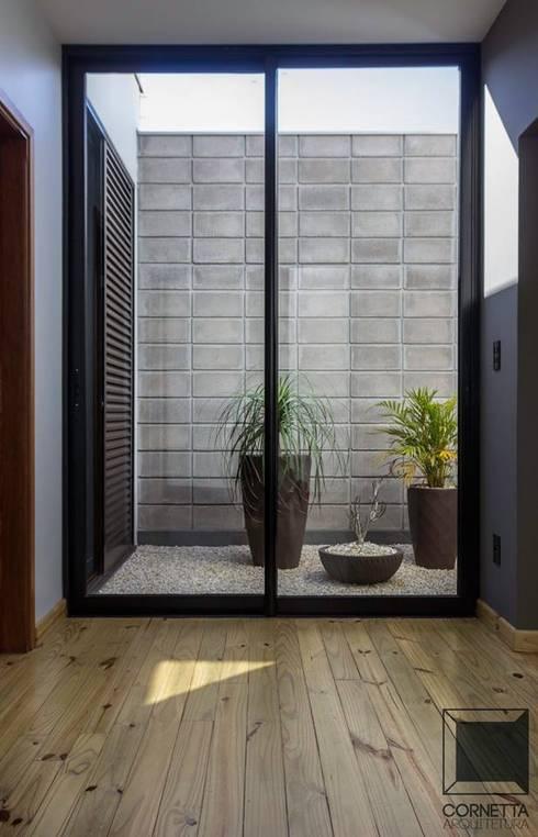 Jardines de invierno de estilo  por Cornetta Arquitetura
