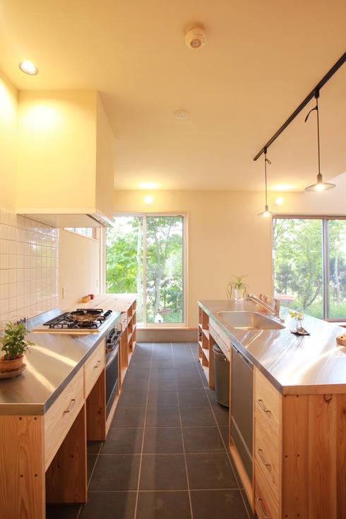 光にみちる土間キッチン: 株式会社 建築工房零が手掛けたです。