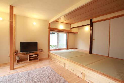 畳の小上がりは床下収納を兼ねる: 株式会社 建築工房零が手掛けたです。