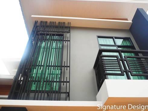 บ้านอาจารย์สุเมธ พนิตมนตรี :  ระเบียง, นอกชาน by SignatureDesign